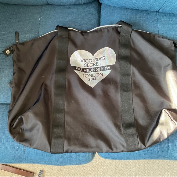 ⚡️3 for $30⚡️Victoria's Secret Fashion Show bag